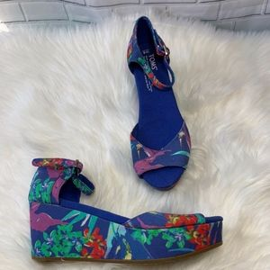 TOMS Blue  Floral Wedge Heels Open Toe Size 6